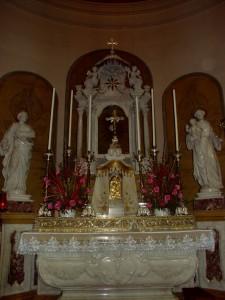 chiesa altare magg
