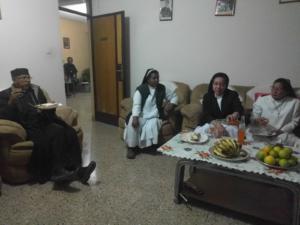 030-vescovo e suore